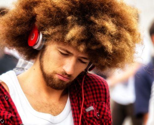 Hipster mit cooler Frisur