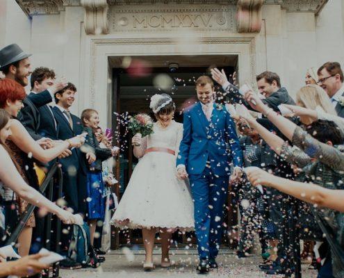 Hochzeitsgäste-und-Brautpaar