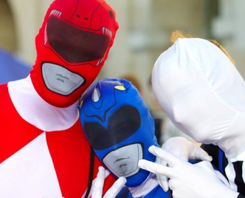 Drei Männer bei einem JGA oder Junggesellenabschied in Kostümen