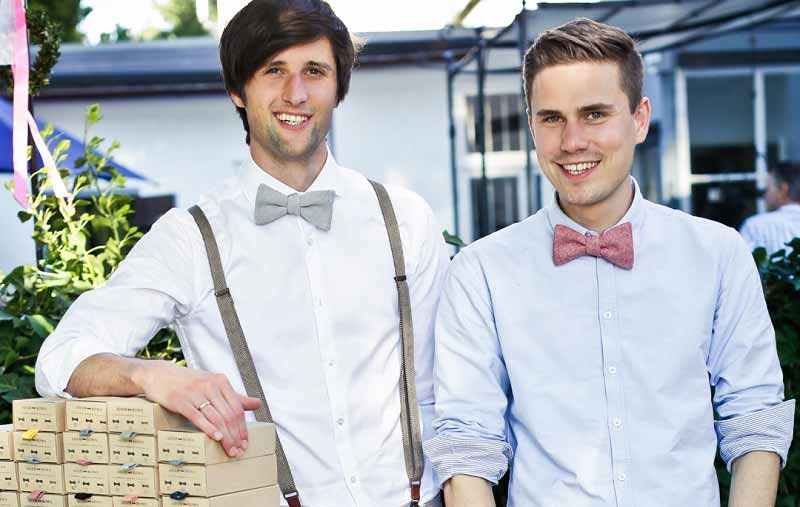 Die Gründer des Labels Adam Bows mit Hochzeitsfliege