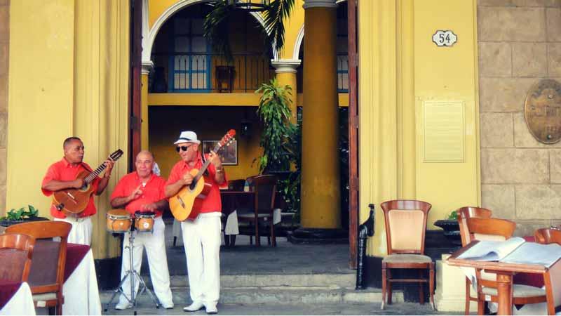 Hochzeitsreise-Havanna-Musiker